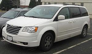 800px-08_Chrysler_Town_&_Country_Touring